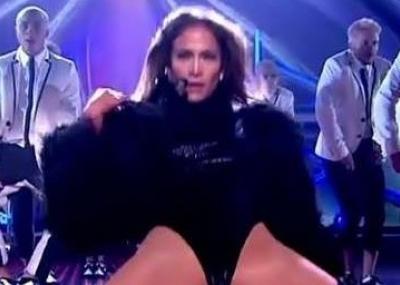 """VIDEO: El """"cuasi bolocazo"""" de Jennifer López que escandalizó a los"""